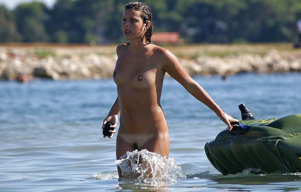 topless-girls-skinny-dipping
