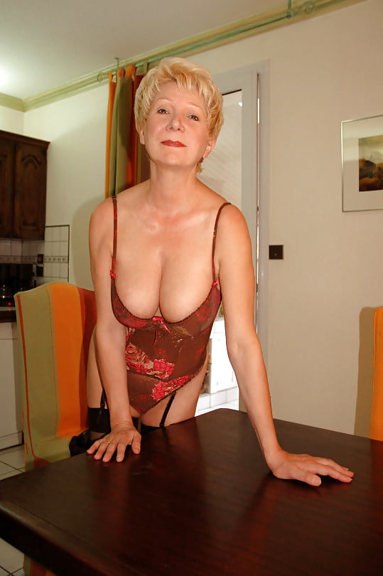 Busty french mature suck