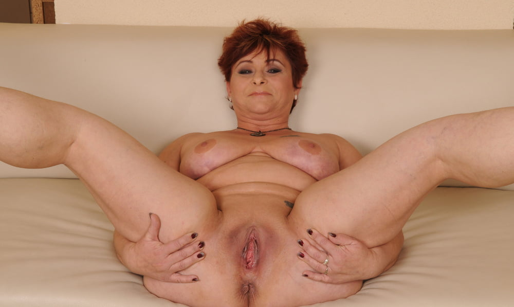 Granny pussy raunchy live sex with alicia spreading her aged pussy to welcome