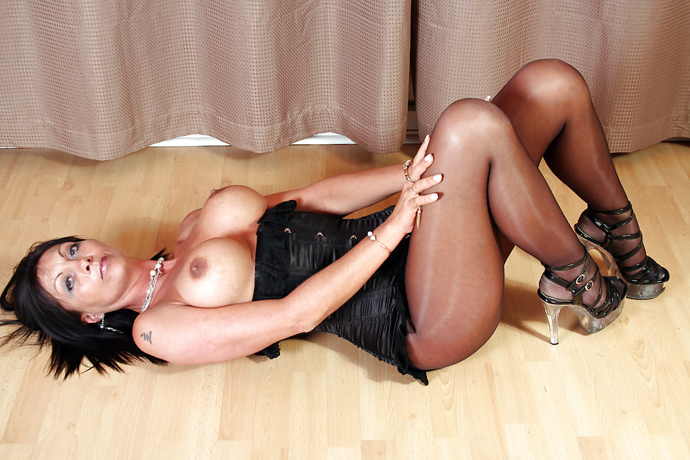 Колготки проститутки фото голицыно проститутки