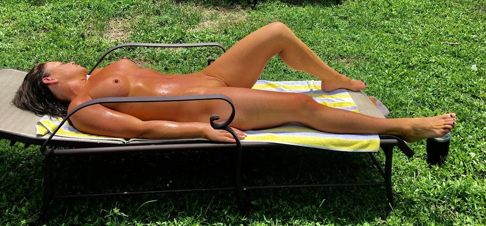 Naked females outside-3656