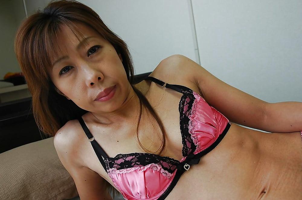Брюнетка делает мамочки азиатки фото домашние видеоролики мобильные