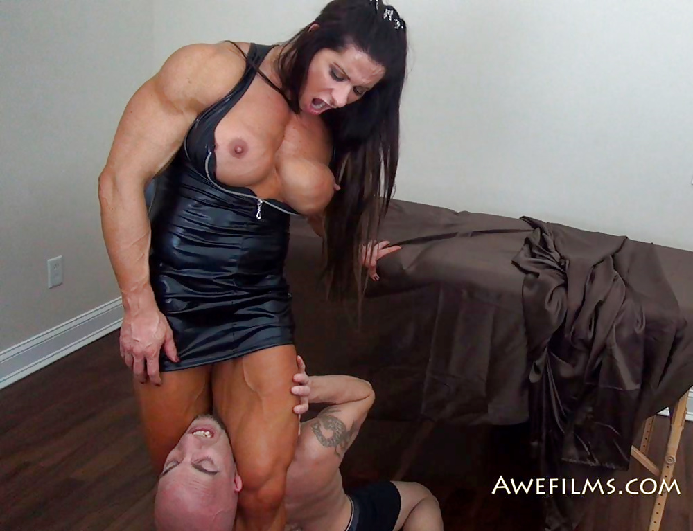 Strong girl humiliating her guy in amazon position