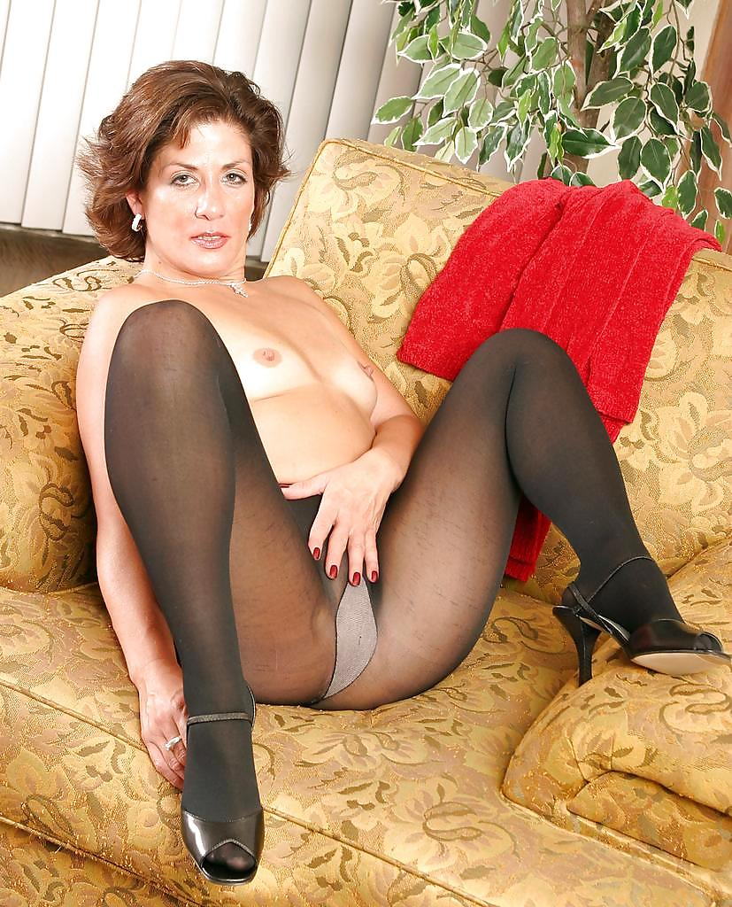 Sexy mature tights — photo 15