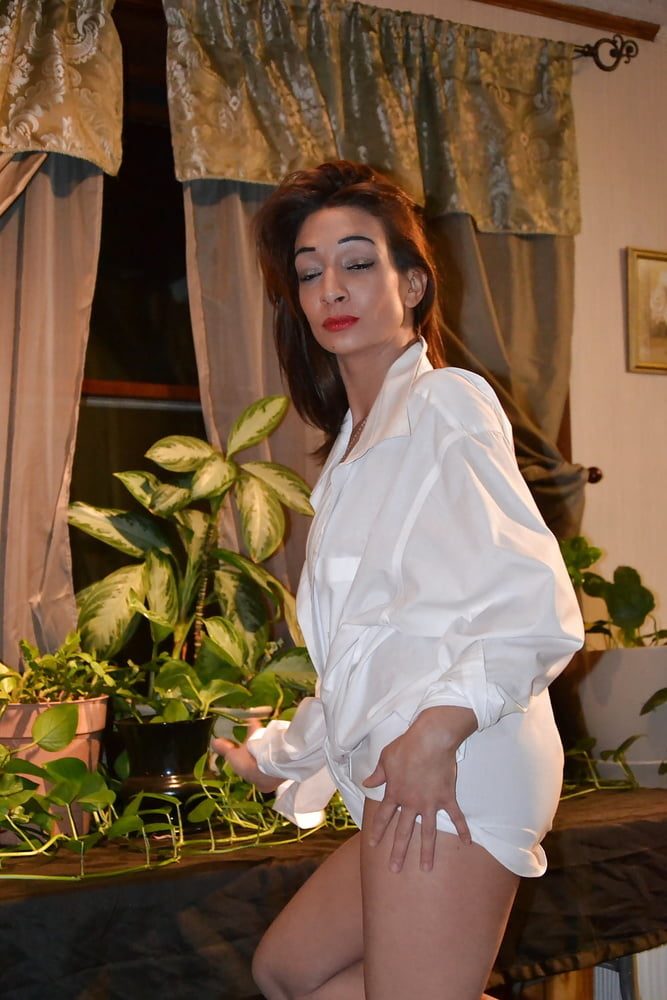 Preggo brunette april top huge - 302 Pics
