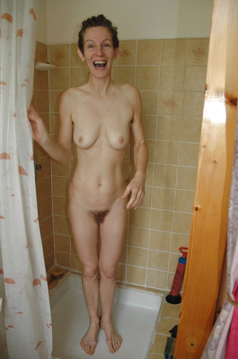 Sexy naked wife imageed in the bathtub