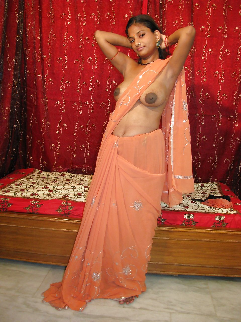 saree-stripped-very-sexy