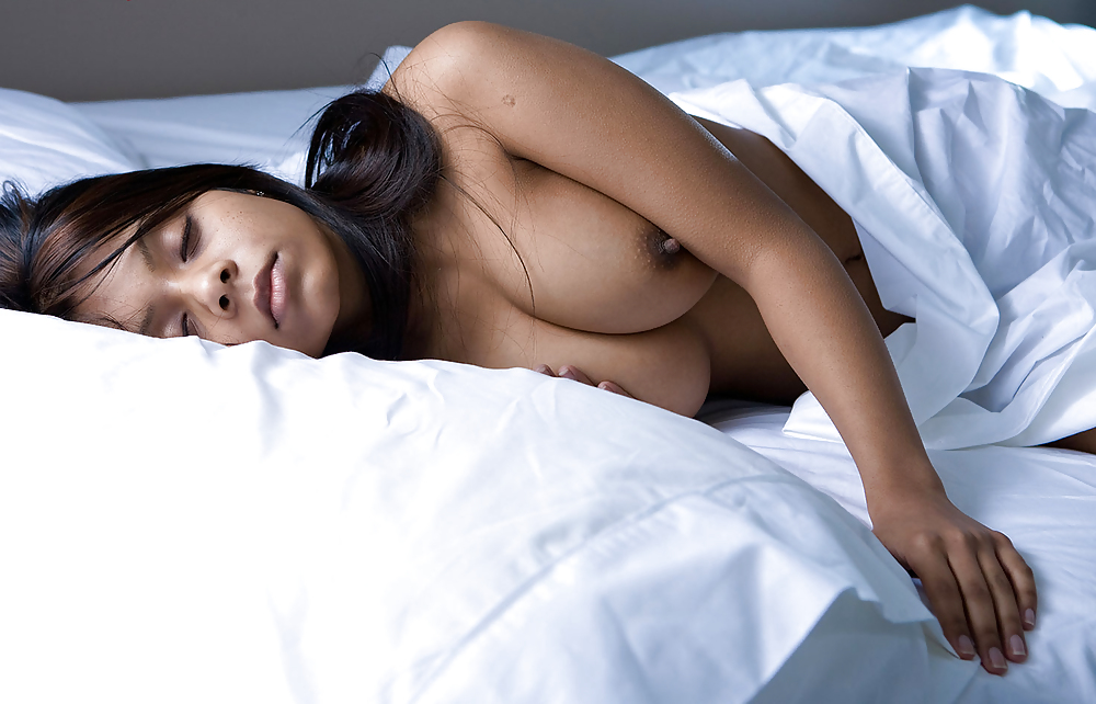 Guide to sleeping nude