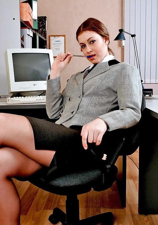 бизнес леди в задницу лаская своими губками