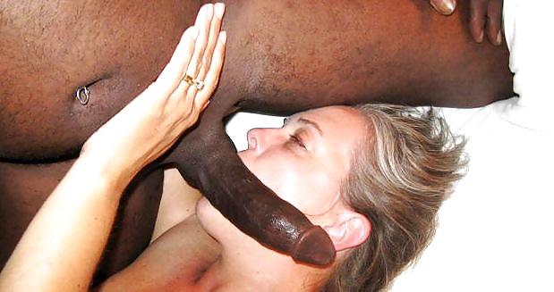 Black women sucking pussy