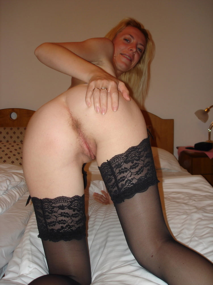 Blonde Hot Wife - 26 Pics