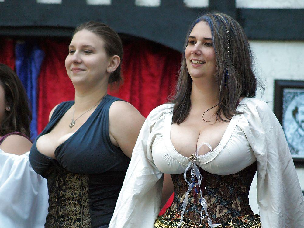 Italian beauty shows her huge boobs
