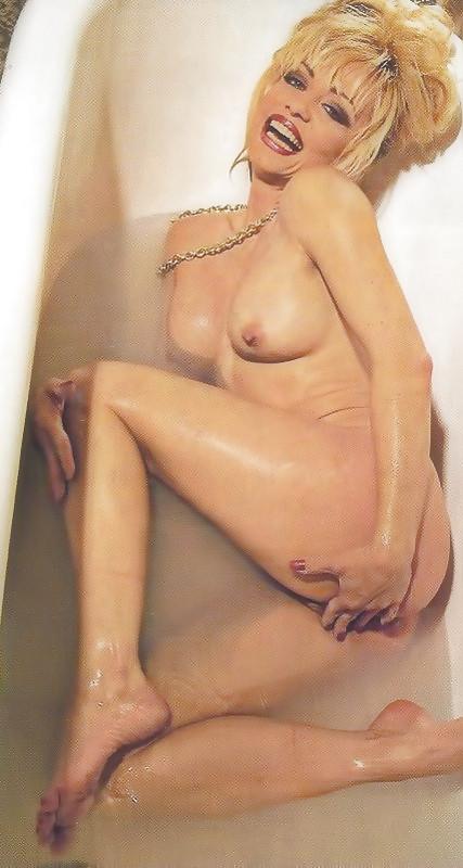 Linnea Quigley Nude Sex Pics