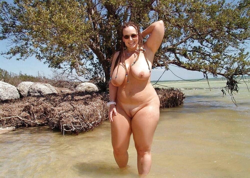Толстые голые бабы на море фото