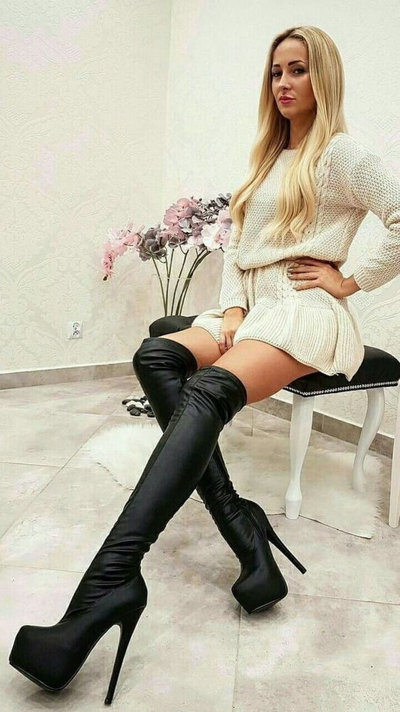 sexy-college-girls-in-boots