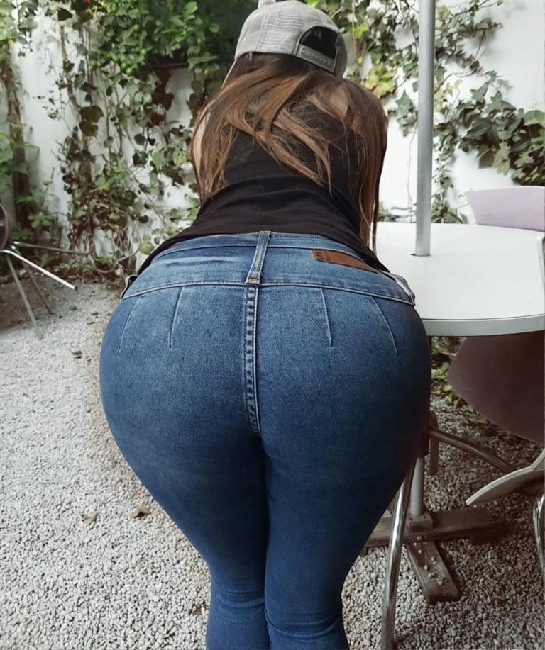 просто огромная жопа в джинсах - 2