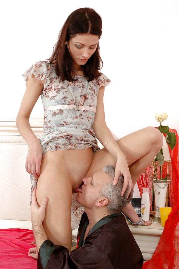 пацан уломал девку показать пизду