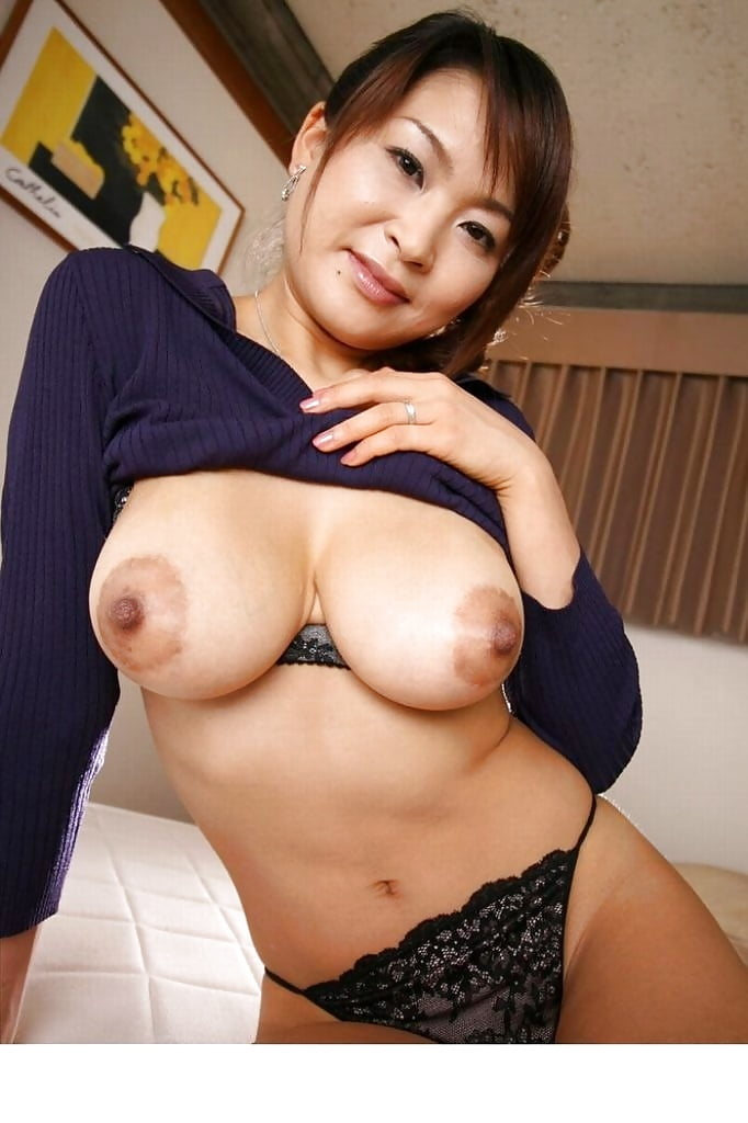 Chinese mom naked boobs — photo 8