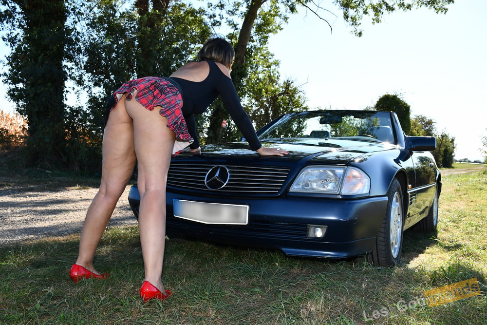 Very sexy schoolgirl outdoors - 9 Pics