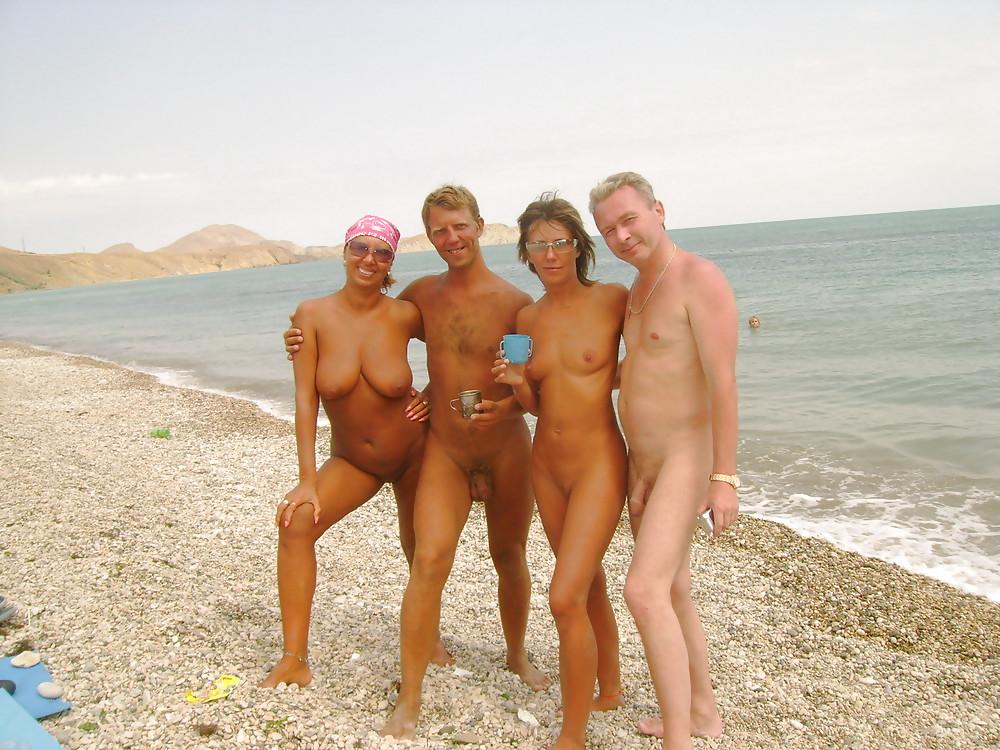 голые семьи на пляже перми ебут