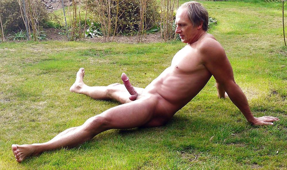 biggest-pinus-naked-men