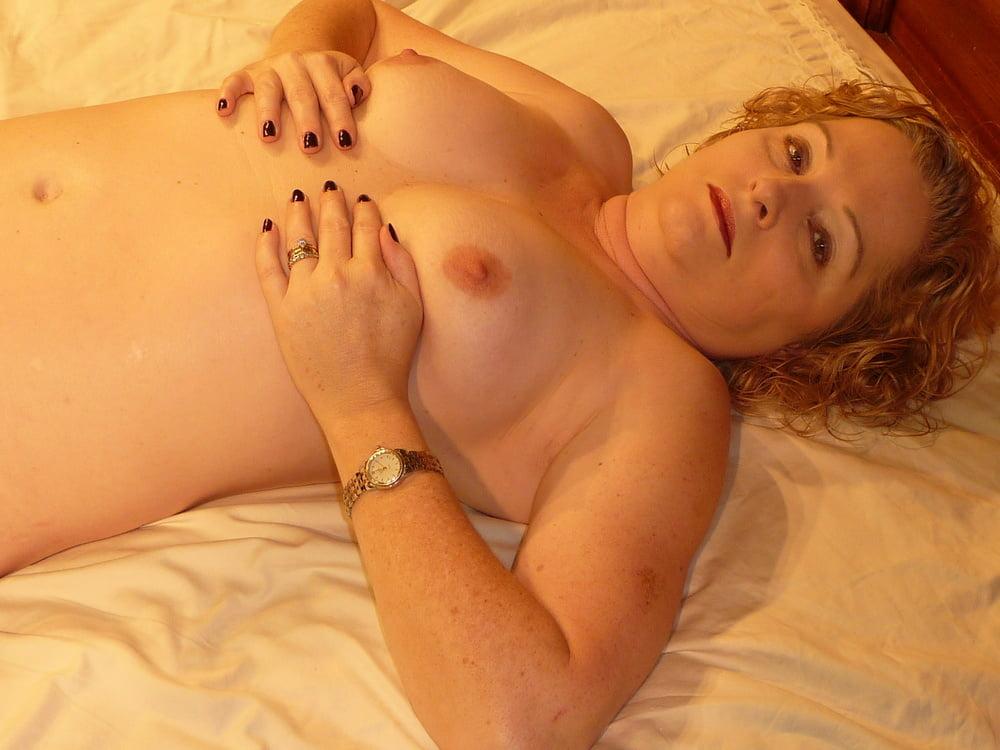 Mature posing nude pics