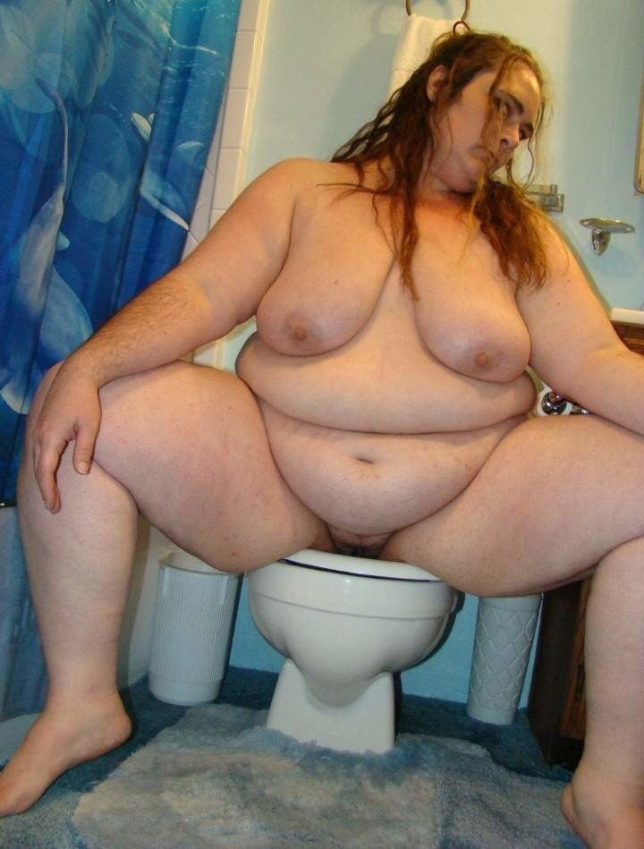 Толстушку Трахнули В Туалете