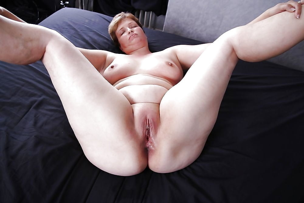 Chubby Camgirl Has Perfect Shaved Pussy