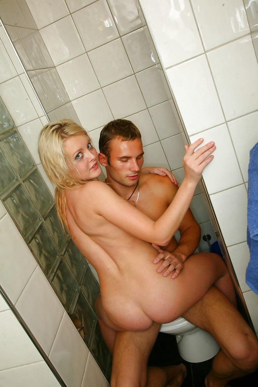 Голых секс в ванной на машинке звезды