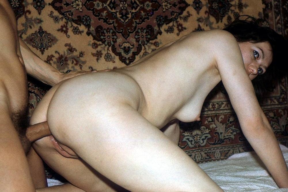 sovetskoe-domashnee-analnoe-porno-foto-seks-devushek-neobichnimi-predmetami