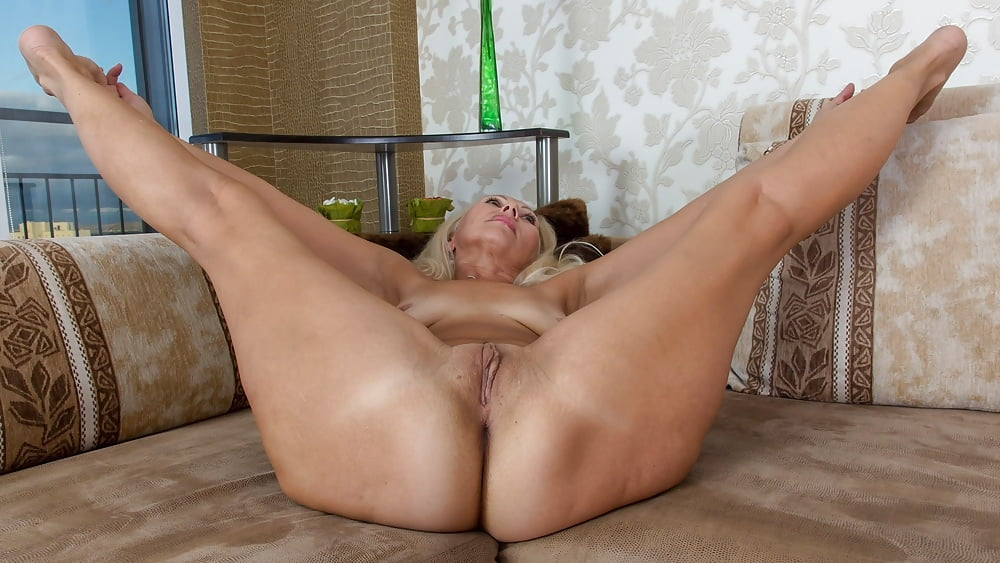 Horny German Mature With Big Boobs Is Spreading Legs Wide To Get Her Pussy Licked And Fucked