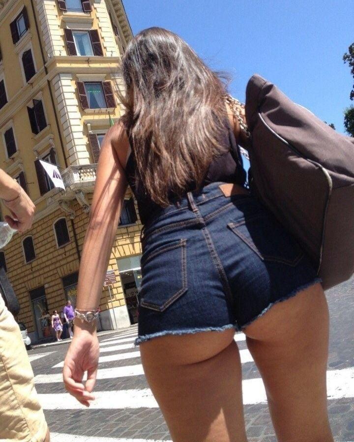 Порно сцены фото жопы на улице групповухи