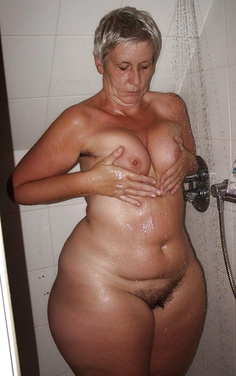 Девушки порно фото старые бабы с широкими бедрами марк дэвис