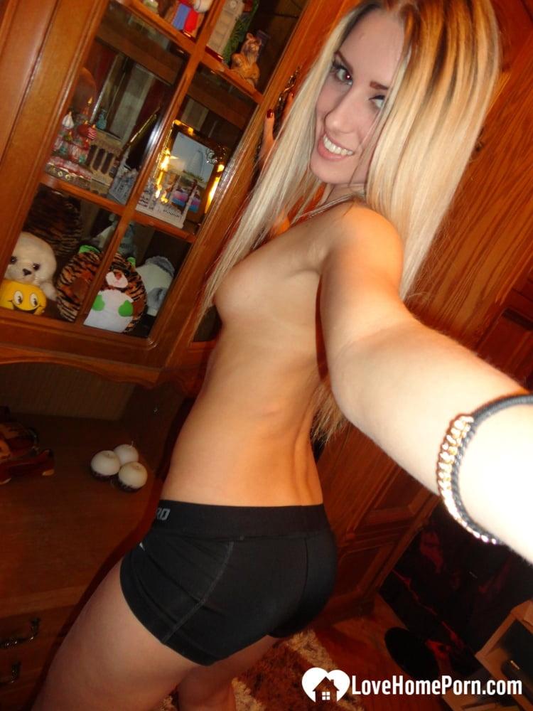 Some nudes after a quick hot bath - 9 Pics