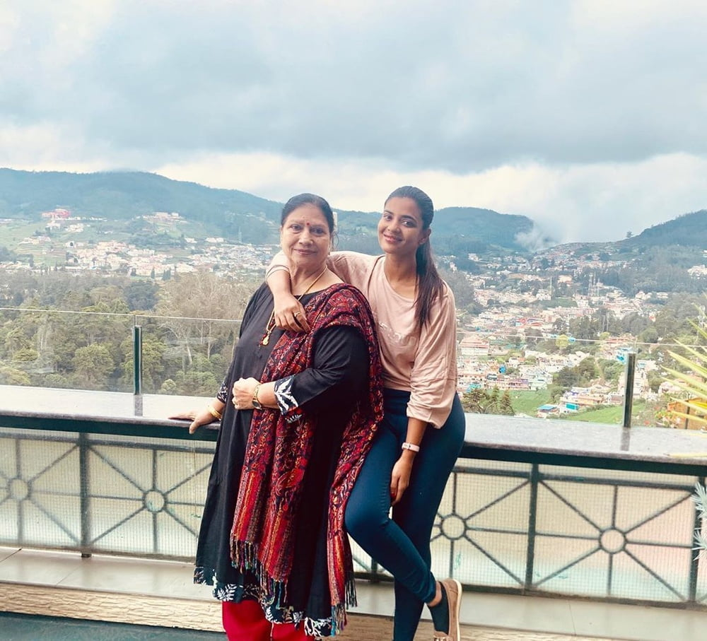 Aishwarya Rajesh Instagram photos - 222 Pics
