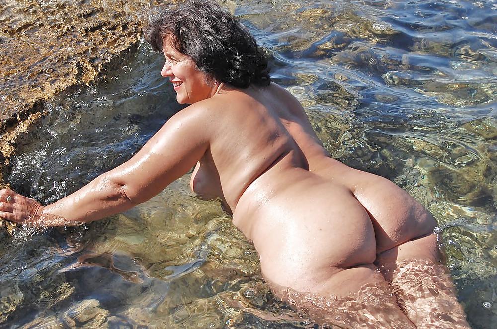 Фото эротика голые женщины зрелые в воде — img 3