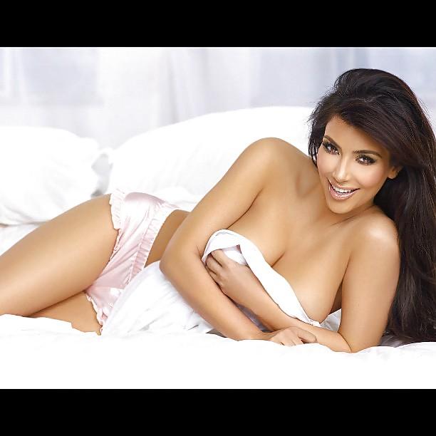 Kim kardashian naked boobs