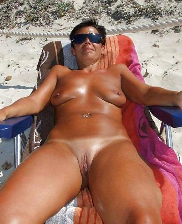 Naked mature hot-1739