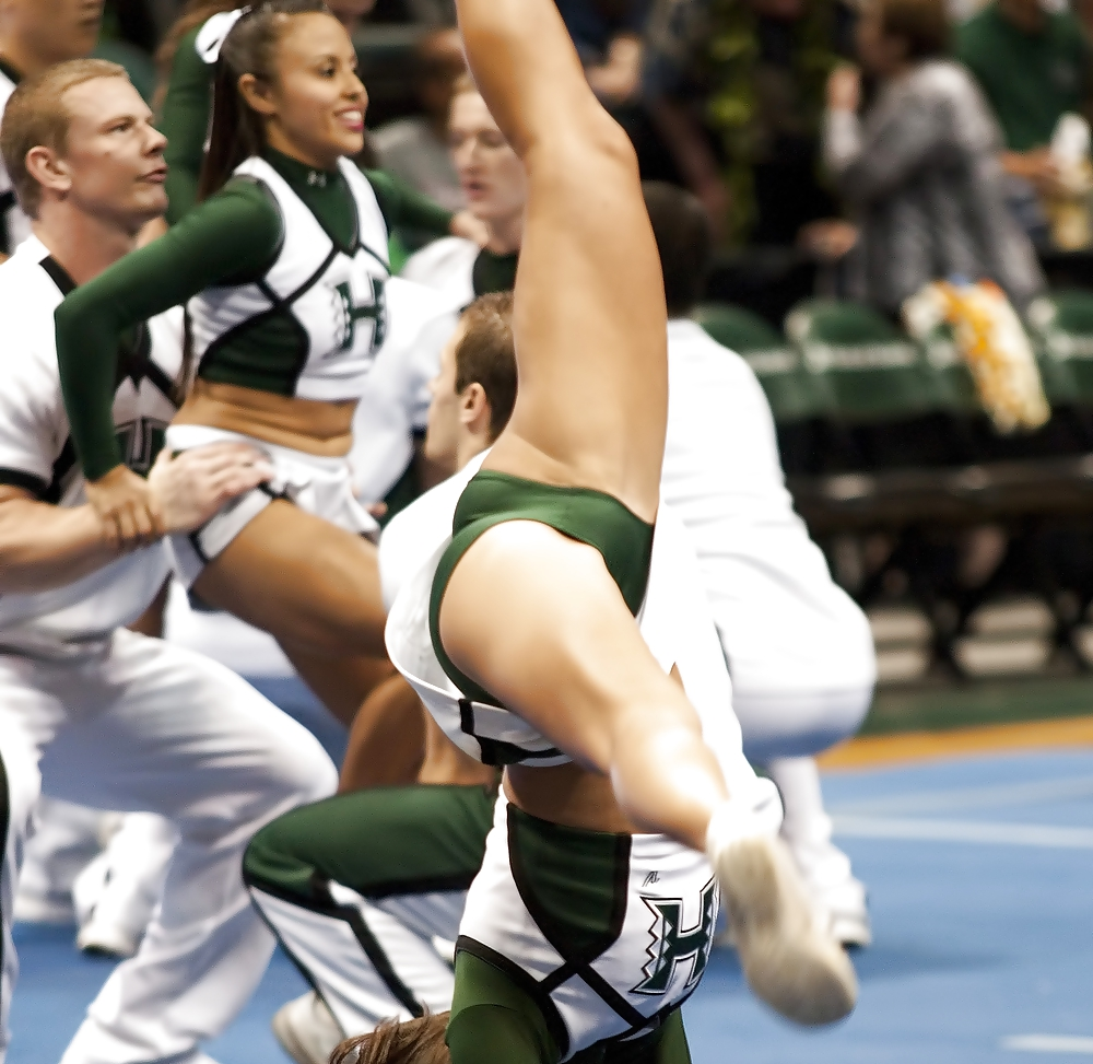 College cheerleaders competitions upskirt — photo 9