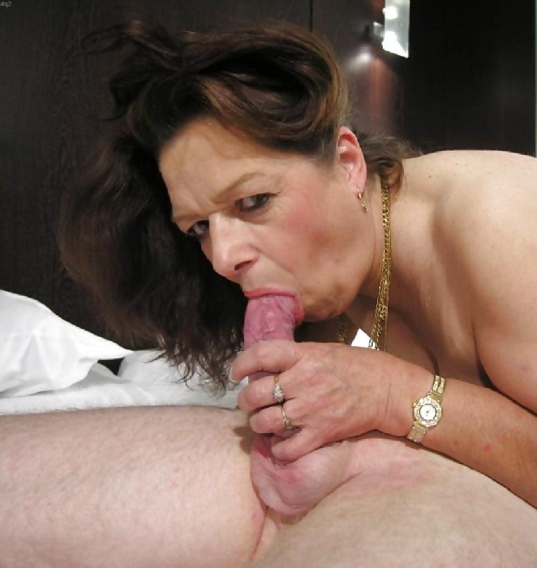 Мастер минета от зрелой порно