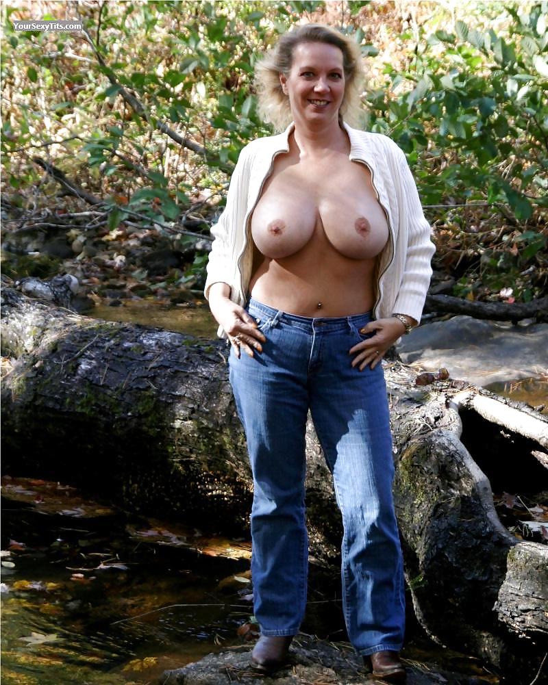 amateur mature flash boobs