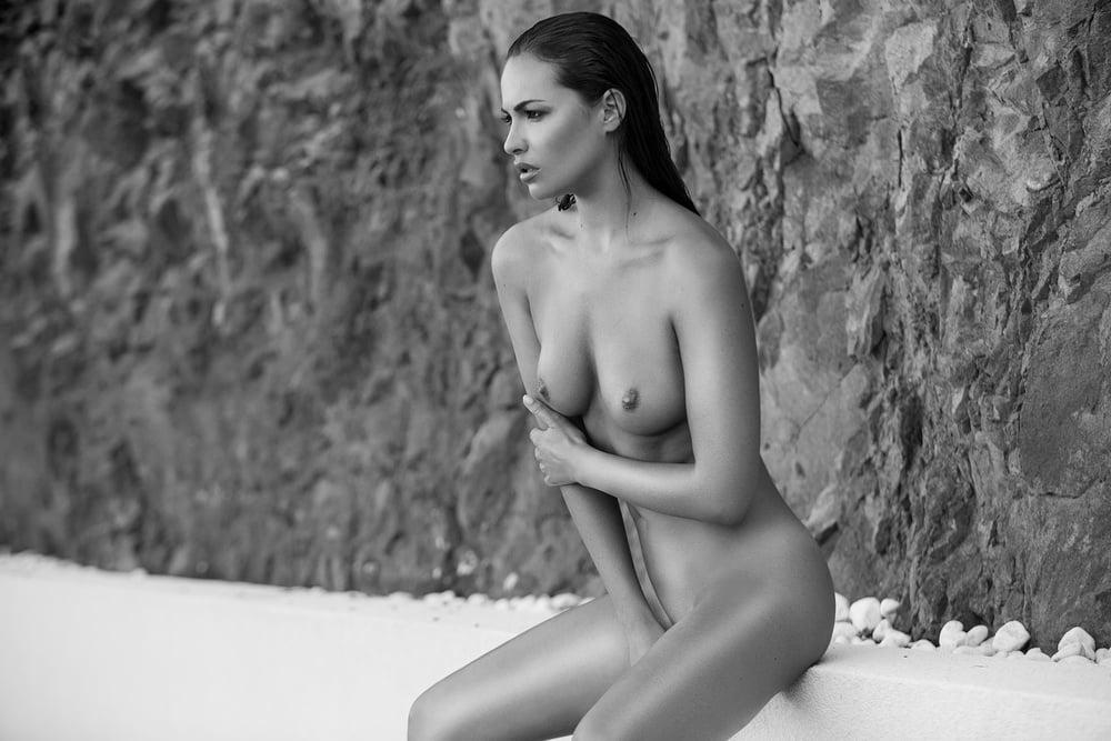 valary-bertinili-nude-conners