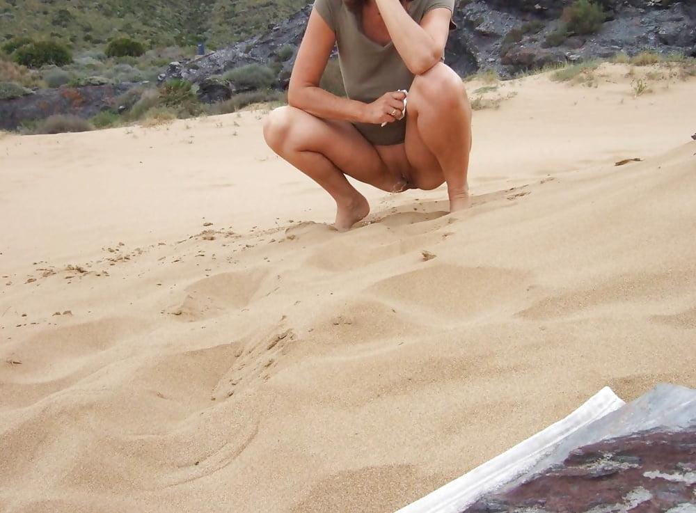 peeing-naked-beach-teens-nude-pic