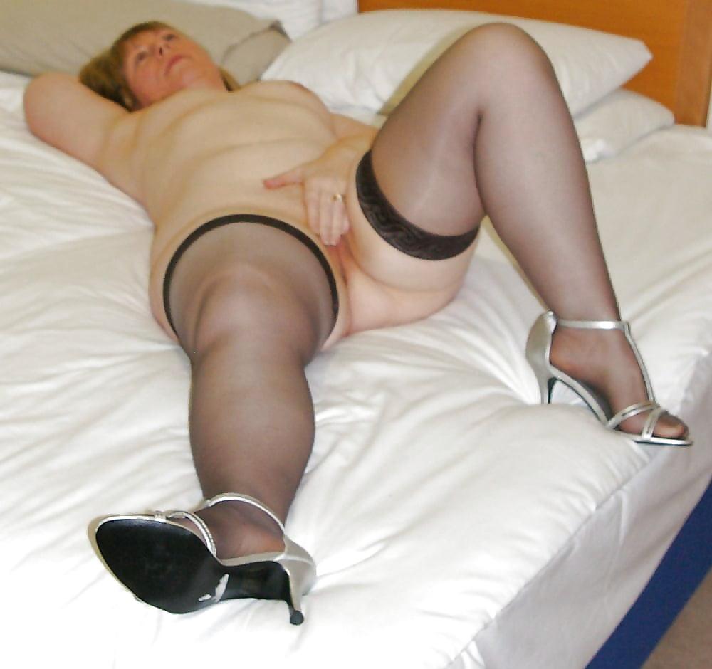 Порно подборка зрелых дам с пухленькими ляжками — 2