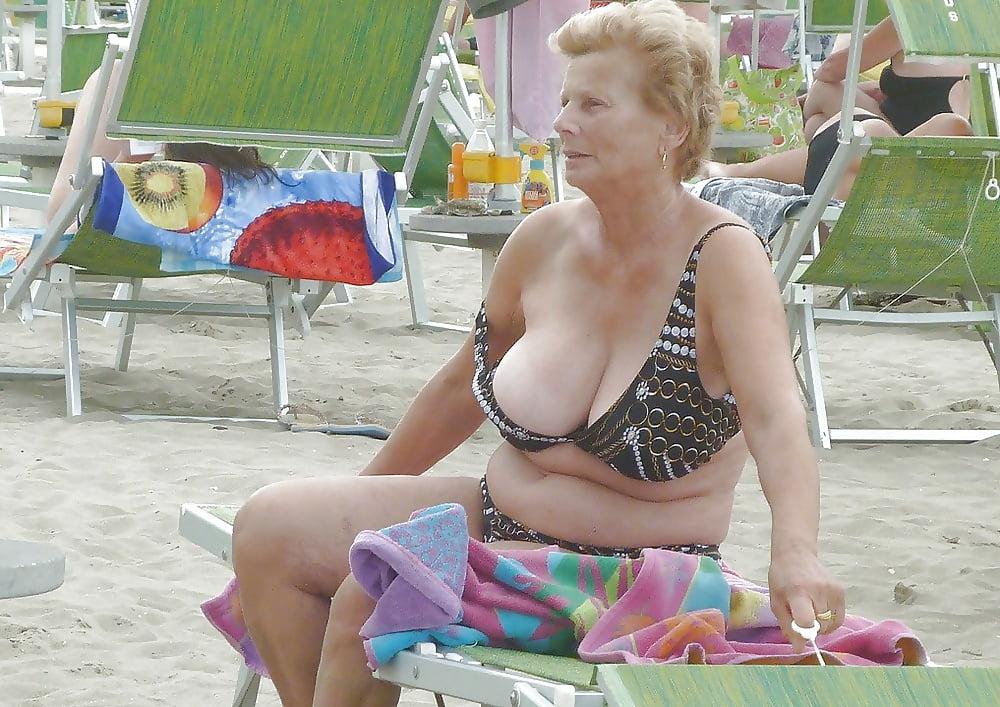 Mature ladies in panties