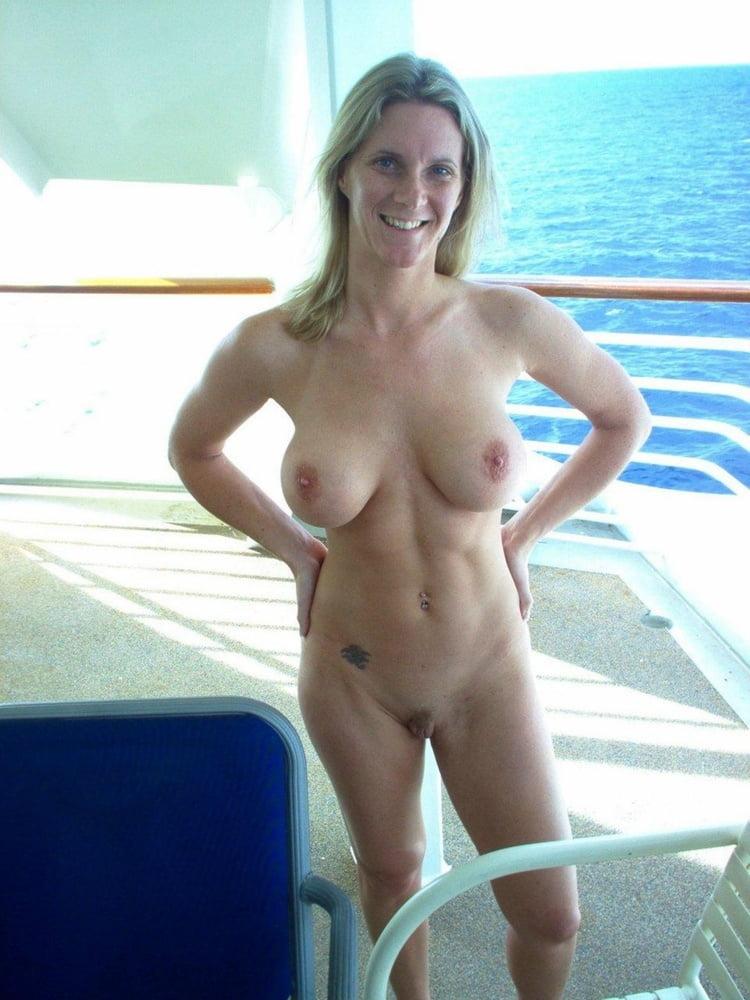 Amatuer fit mature women nudes — photo 6