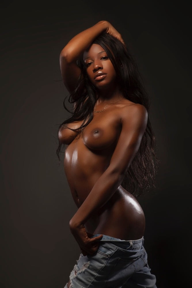 beautiful-ebony-naked
