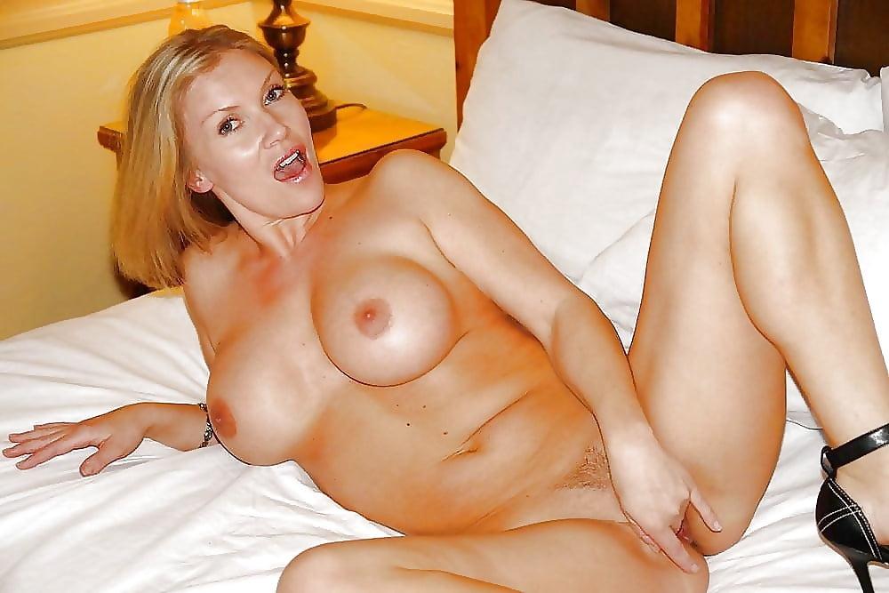 Naked Hot Mom