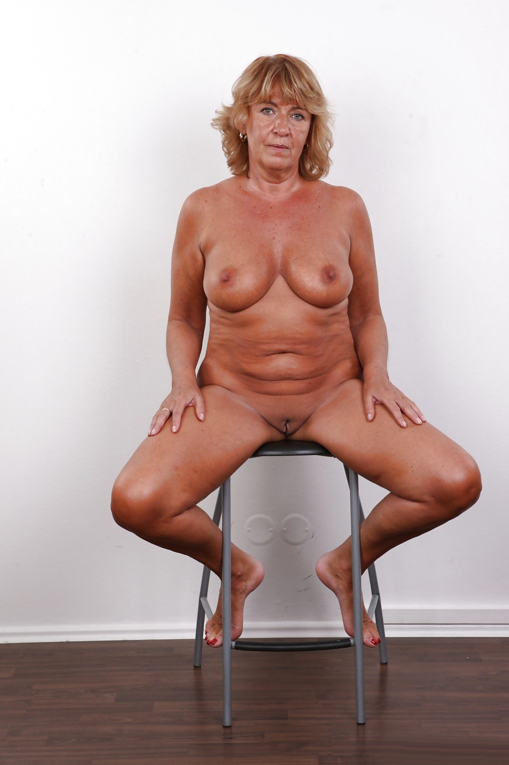 Shy casting pussy mature — photo 3
