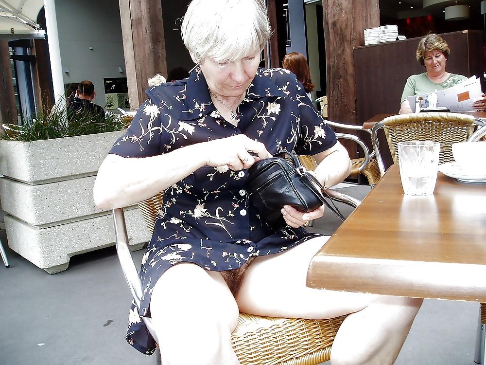 Mature Pantyhose Upskirt No Panties